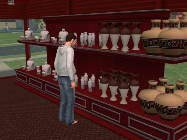 Денис ищёт чайник.