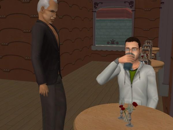 Кафе Фастфуд, официант принёс стакан воды