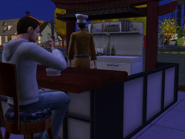 Денис ест китайскую еду