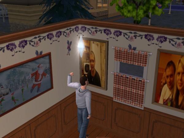 Спальня Дениса. Слева картина - Бернд, справо - Бернд и Настя.