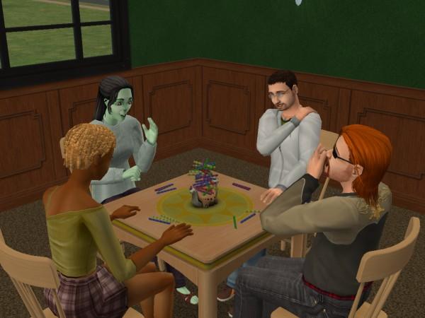 Денис играет с друзьями.