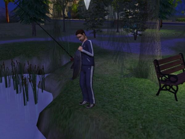 Денис в парке, ловит рыбу.